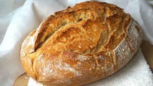 Pan hecho en casa con horno de leña